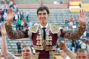 Jiménez Fortes abre la primera Puerta Grande de la Feria de Burgos